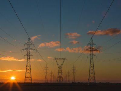 električna napeljava povezana s telegrafom
